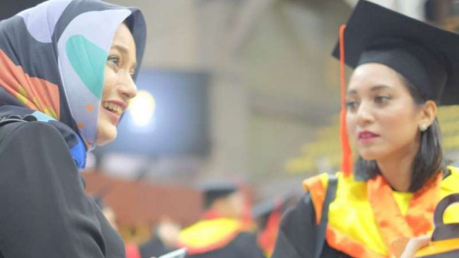 Diwisuda dari UI, Bella Fawzi Mimpi Main Film India